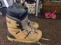 Snowboarding boots - Burton size 8