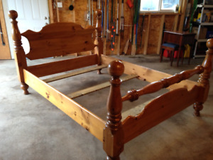 Solid Pine Cannonball Bed Frame - Queen