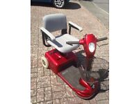 Rally 3 wheel scooter with swivel seat
