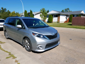 2013 Toyota Sienna SE. Bumper to bumper warranty good  till 2020