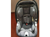 MAMAS AND PAPAS CAR SEAT WITH AN ISOFIX SHOWN IN THE PICTURES