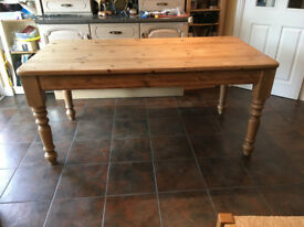 Kitchen Table Rustic pine with 6 matching chairs