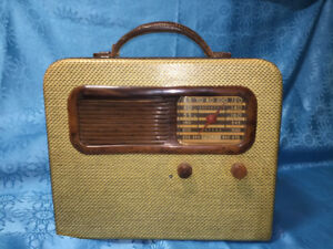 Vintage 1941 Philco Portable Tube Radio Model 41-841