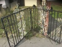 Metal gate was on a drive heavy buyer must collect