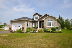 Executive 4 bedroom Bungalow in West Hills!