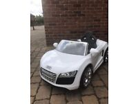 Kids automatic white Audi, 6V, condition £200 new price