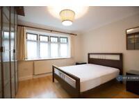 1 bedroom flat in Porters Way, London, UB7 (1 bed)