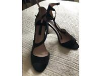 Women's heeled shoes, size 8