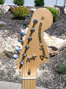 Fender Pawn Shop 70s Stratocaster Deluxe with HSC