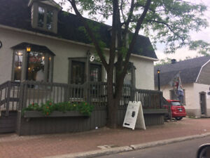 COMMERCIAL/RETAIL SPACE IN THE POINTE-CLAIRE VILLAGE