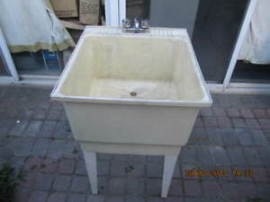 Traditional 23x25 inch Laundry Tub with Tap&Copper Pipes Cir1990