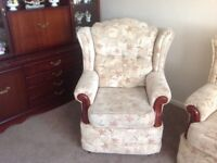 Suite 2 seater 2 chairs good condition. Made by celebrity