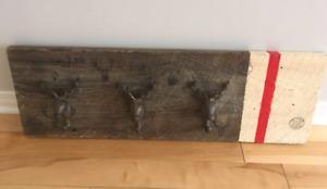 Porte-manteau en bois d'un artisan québécois