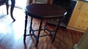 Table antique en bois avec 6 pattes