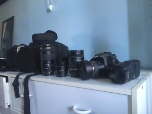 Canon 60D with lenses case and flash