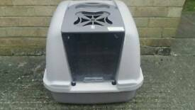 Box for cat or dog fantastic condition and very clean .