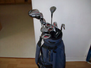GOLF  CLUBS  (  MEN'S R.H. )  - COMPLETE  --  BAG INCLUDED