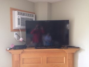 Toshiba 40 inch LED TV with wall mount kit
