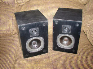 Pair of Bookshelf Satellite Wired Speakers Made by Acoustech Loc