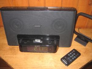 Radio, réveil-matin et recharge pour iPod.