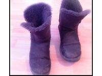 Unisex UGG 5803 AUSTRAILA BAILEY BUTTON SHORT BOOTS COSY, size 6.5 fits 6/7 £20