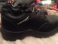 Dunlop Safety Shoes - UK 6.5 - ALMOST NEW - USED ONLY ONCE