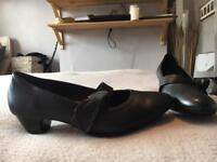 Marks and Spencer Footglove black leather shoes (WIDE FIT) UK 7