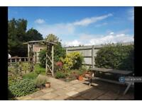 3 bedroom house in Chestnut Avenue, Aldershot, GU12 (3 bed)