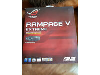 Asus Rampage V Extreme (PCIe clip missing)