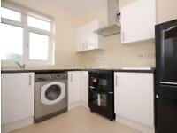 2 bedroom flat in Roneo Corner, Hornchurch