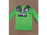 signed Newcastle united shirt. Signed by Tim krul.