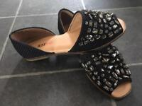 New cute flat shoes size 4
