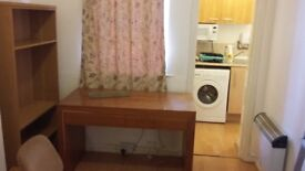 Studio flat to let in Wolverhampton city centre opposite Wolverhampton University , all included.