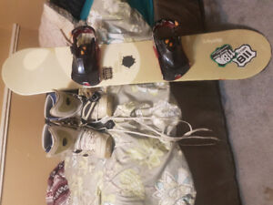 138 CM Snowboard W/ Bindings & Size 9 Snapin Boots