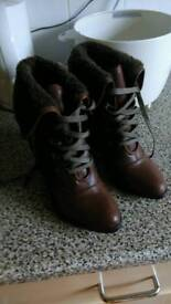 Ladies boots size5