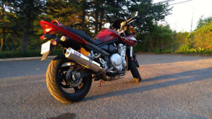 Suzuki GSF-650 Bandit S. Yoshimura exhaust. Fuel Injected.