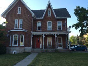 BACHELOR APARTMENT ( HEAT & HYRO INCLUDED