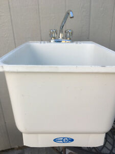 Laundry Tub w Faucet