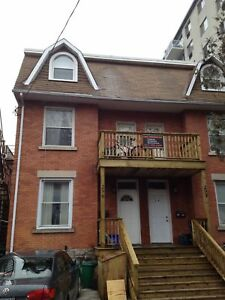 6 Bed  House - Steps to uOttawa lots of furnished living space