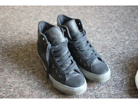 UNISEX BLACK CONVERSE BOOTS TRAINERS SIZE 7.5 UK, HARDLY WORN STILL IN GREAT CONDITION