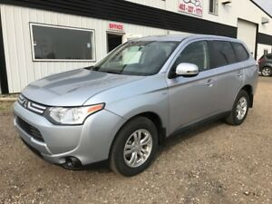 2014 Mitsubishi Outlander SE AWD ONLY $4580 km's!! Like New!