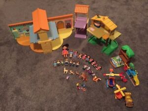 Dora House and several accessories