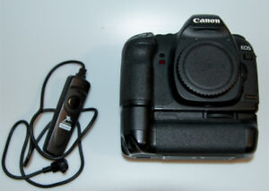 Canon 5D Mark II Body With Battery, Battery Grip and Remote