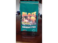 4kg X100 (400kg) Real Hardwood Lumpwood Briquettes For BBQ Barbecues.
