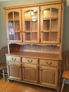 Buffet display plus table & chairs