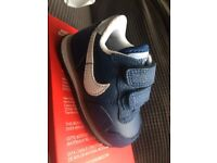 Nike metro plus boys trainers in blue. Size