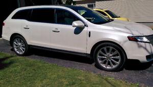 2012 Lincoln MKT Loaded SUV, Crossover