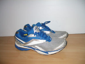 """"""" REEBOK """""""" shoes runners / sneakers --- for size 12-13 US"""