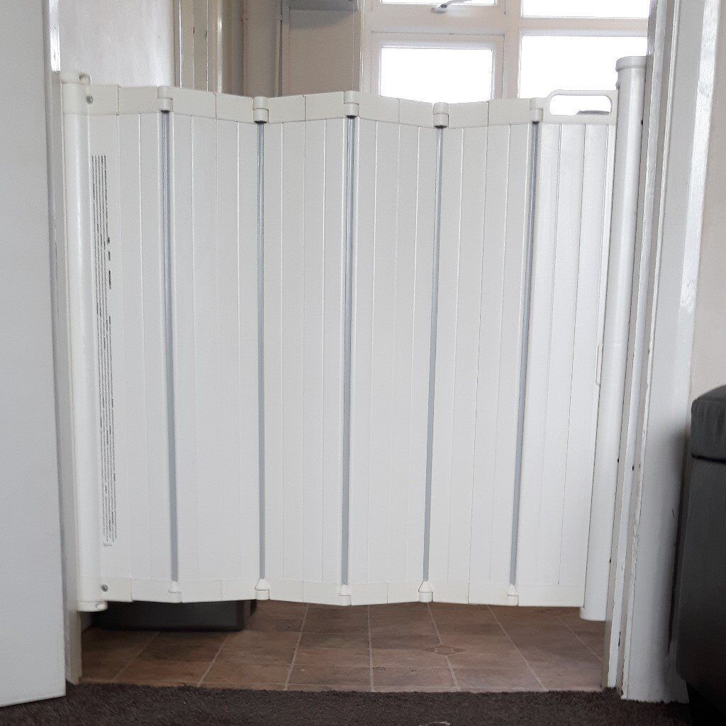 babydan guard me folding retractable safety gate reduced   - babydan guard me folding retractable safety gate reduced