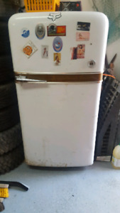 Working International harvester fridge